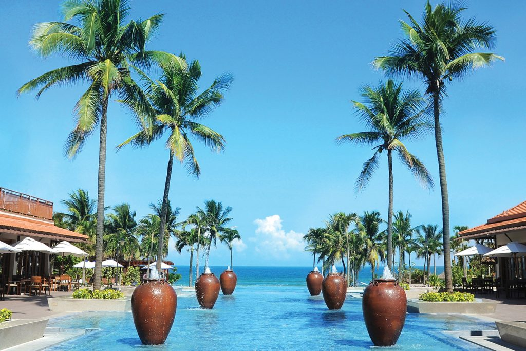Furama Resort Danang welcomes students from universities and colleges for internship