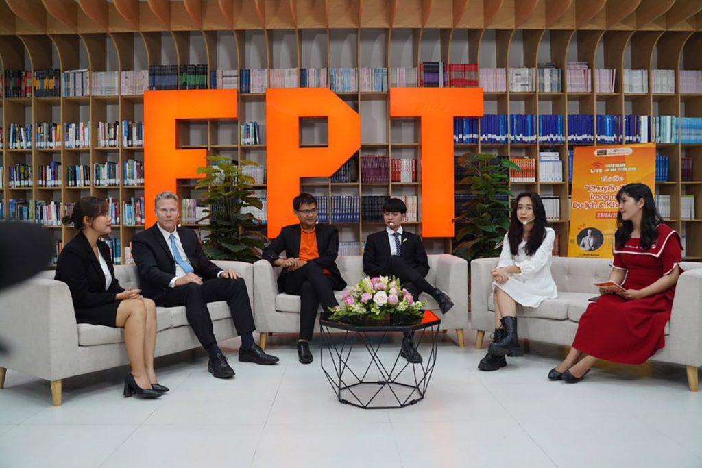 """Livestream program """"digital transformation in the tourism and hospitality industry"""" organized by FPT UNIVERSITY Danang"""